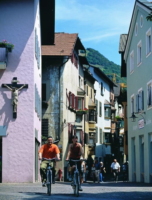 Radfahrer in Klausen - Bild: www.eisacktal.com