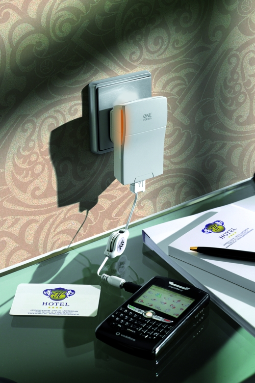 Travel Charger - Foto: ONE FOR ALL