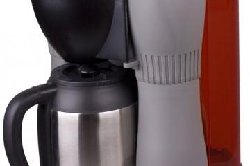 Die gasbetriebene Kaffeemaschine PRIMUS BrewFire liefert volles Aroma auf Tour - Bild: Primus