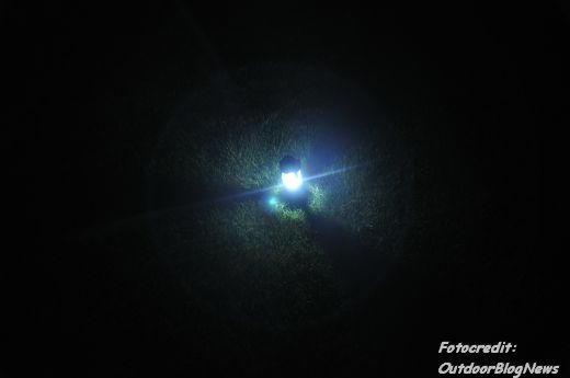 Lichtkegel bei Platzierung auf einer Wiese